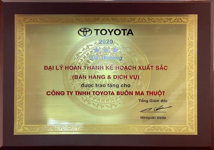 Toyota Buôn Ma Thuột vinh dự nhận được giải thưởng đại lý hoàn thành xuất sắc kế hoạch kinh doanh